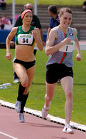 Ciara Mageean making early break in 800m